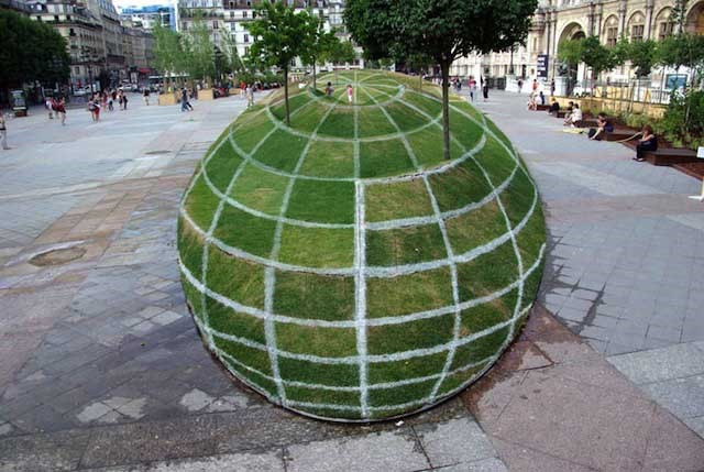 Giant ball optical illusion